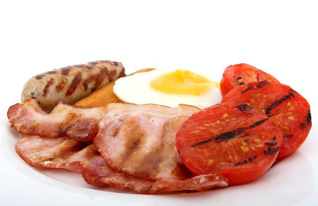 receta-facil-huevos-con-tomate-y-morcilla
