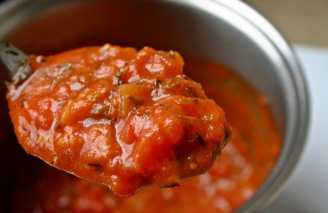 recetas-faciles-huevo-con-tomate-y-morcilla