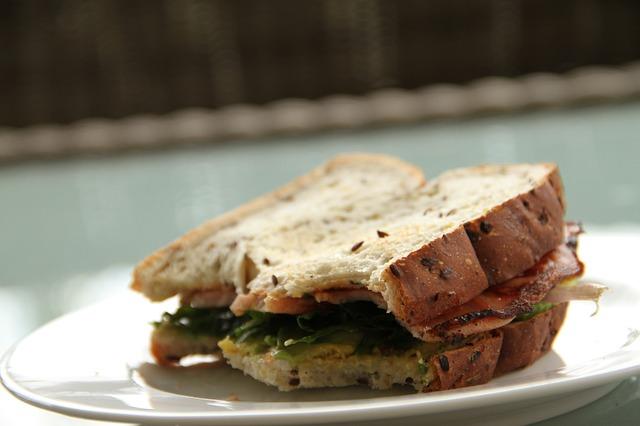 Espinacas en los Sándwiches fáciles y rápidos para niños