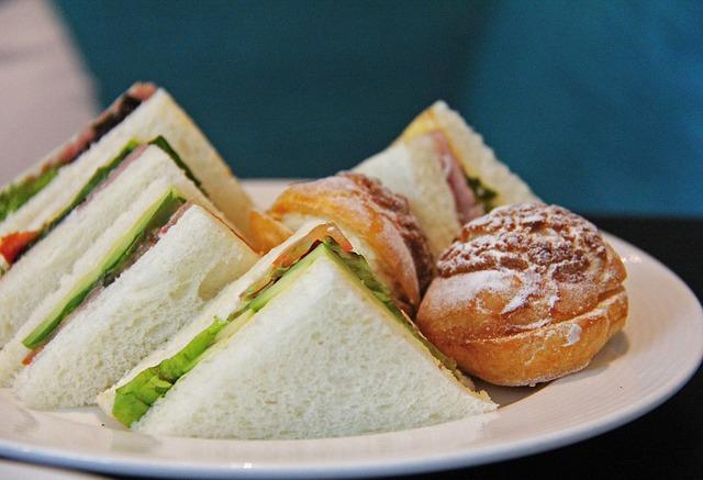 Sándwiches de pollo fáciles y rápidos para niños
